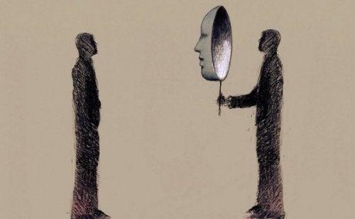 kaksi miestä ja naamio
