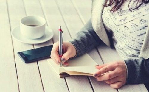 Löydä täyttymys viiden minuutin päiväkirjan avulla