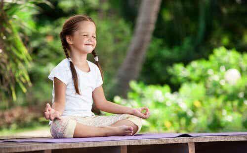 Lasten meditaatio: sisäisen puutarhan kasvattaminen
