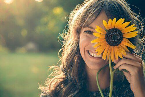 Hymyileminen silloinkin kun ei hymyilytä voi tehdä onnellisemmaksi