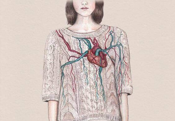 sydän näkyy villapaidan läpi