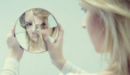 rikkinäinen peili