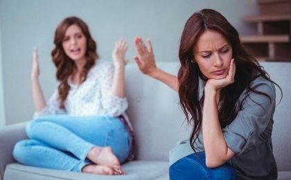 naiset suuttuvat väitellessään