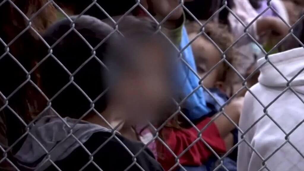 vanhemmista erottaminen Yhdysvaltain ja Meksikon rajalla