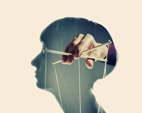 Manipuloivien ihmisten neljä ominaisuutta