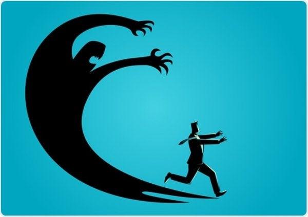 mies juoksee ahdistusta pakoon