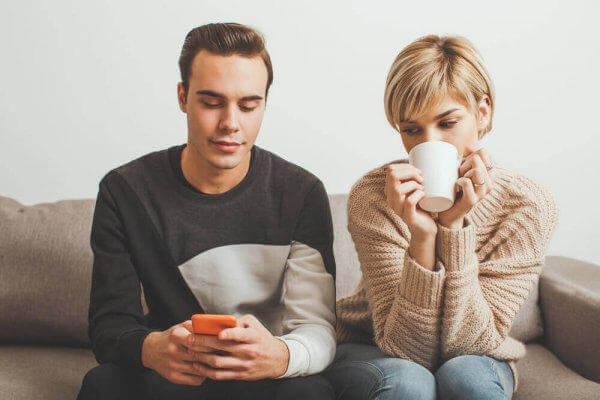 epävarmuus rakkaudessa: ei luota viesteihin