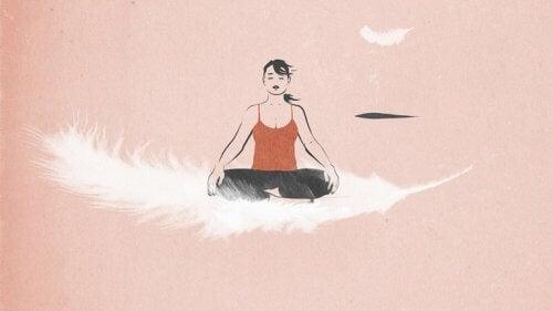 nainen meditoi höyhenen päällä