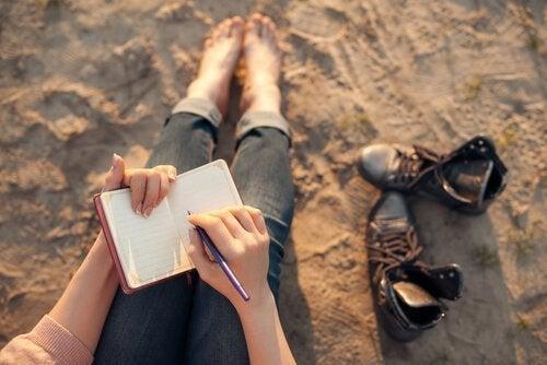 kuinka negatiiviset ajatukset muutetaan positiivisiksi kirjoittamalla päiväkirjaa