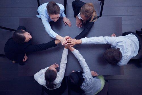 Kuinka pitää työryhmä yhtenäisenä