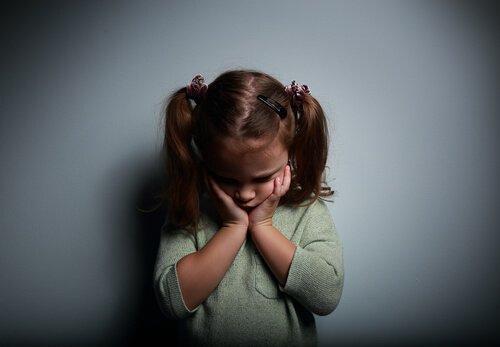 Kasvaminen emotionaalisesti poissaolevien vanhempien kanssa