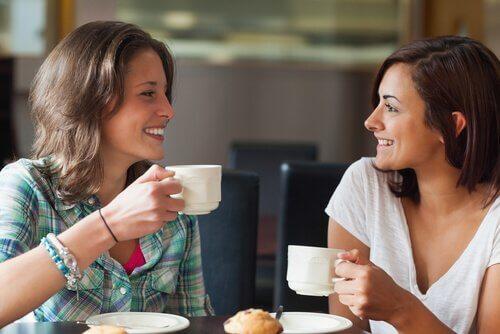 kahvihetki yhdessä auttaa yhdistymään emotionaalisesti toiseen ihmiseen