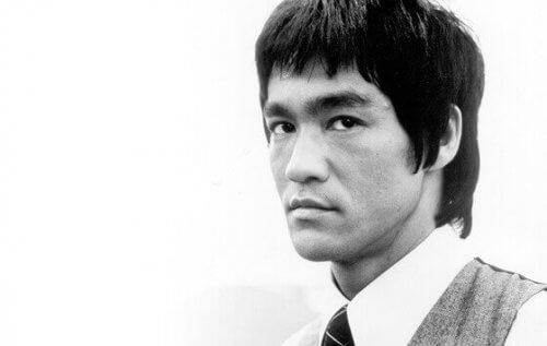Bruce Lee mustavalkoisena