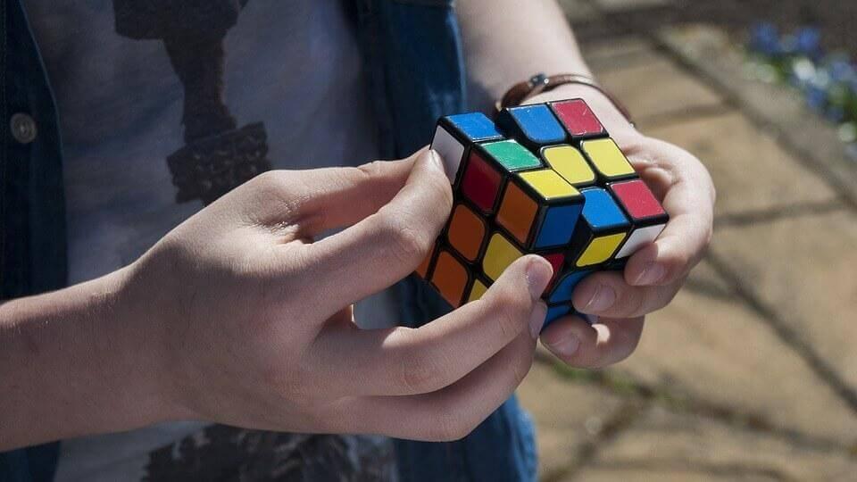 Rubikin kuutio harjoittaa spatiaalista älykkyyttä