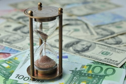 rahaa ja tiimalasi: aika vai raha