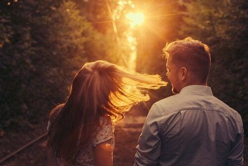 Yhtäkkiä sinä ilmestyit: tarina rakastumisesta