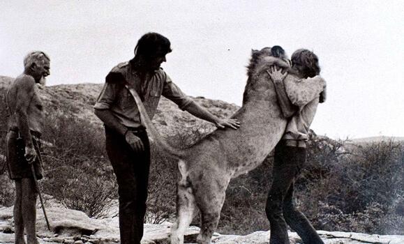 christian-leijona halaa ystäviään