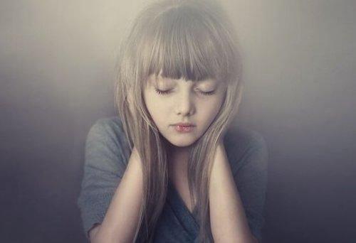 apean tytön täytyy ilmaista tunteensa