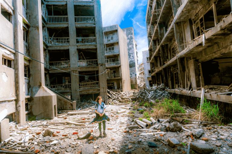 tyttö sota-alueella