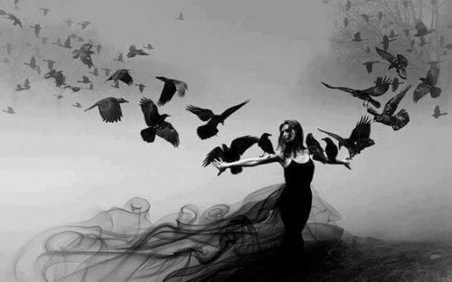 nainen ja linnut