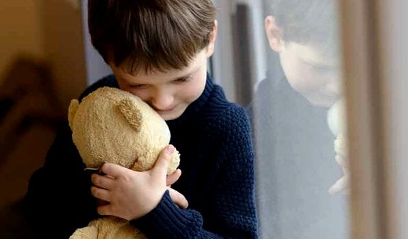 Kuinka lapsi selviää häiriöperheessä?
