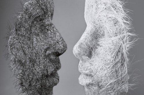 kahdet kasvot tai naamiot