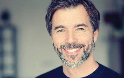 hymyilevä mies