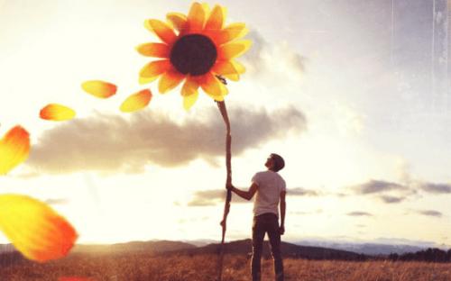 Mies ja jättimäinen kukka