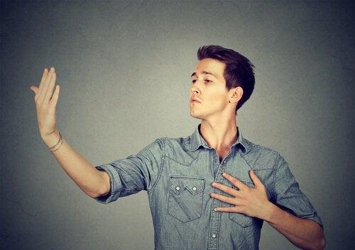 ollako vai eikö olla: epäinhimillistäminen