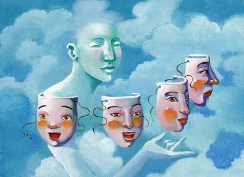 nainen ja naamiot