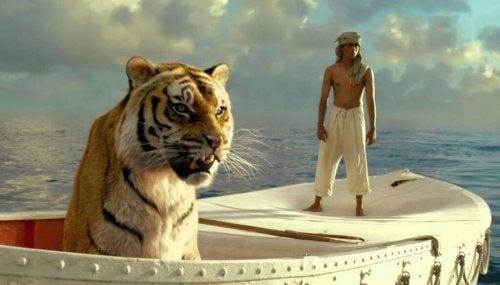Pii ja tiikeri veneessä