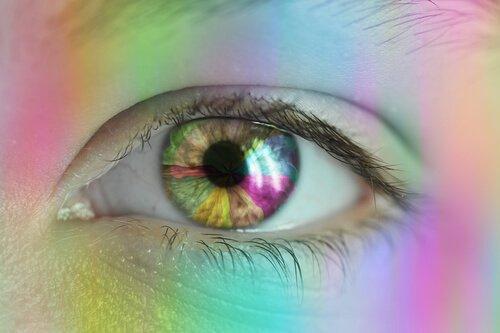 värikäs silmä ja silmänympärys