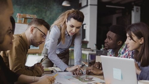 henkinen johtajuus ja työntekijöiden onnellisuus