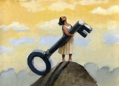 nainen ja suuri avain vuorella