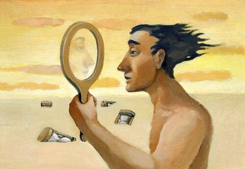 mies ja peili aavikolla