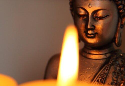 buddhapatsas ja kynttilä