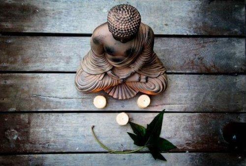 Kuinka käsitellä pelkoa buddhalaisuuden mukaan