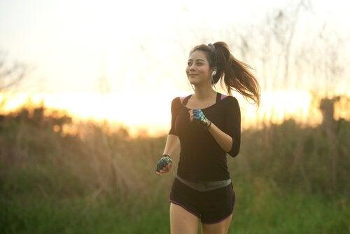 Juokseva nainen