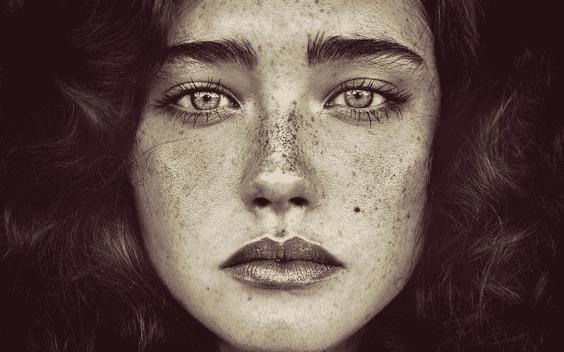 nainen ja silmät