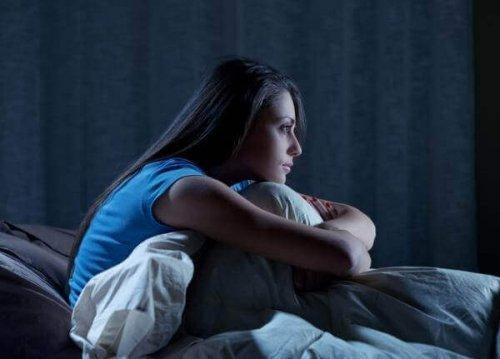 nainen ei saa nukuttua