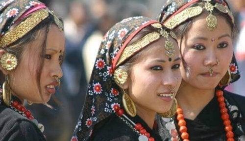 Seksuaaliset perinteet: naisia Nepalissa