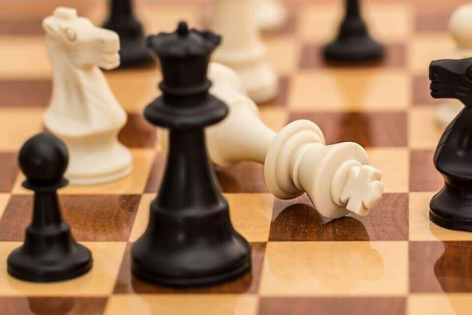 sosiaalinen valta shakin peluussa