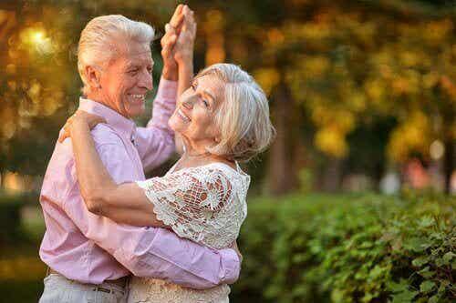 Vanhusten hyvinvointi: mitkä asiat siihen vaikuttavat?