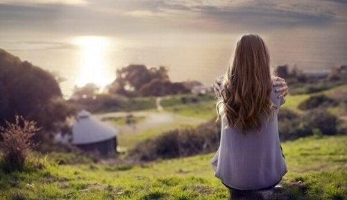 Onnellisuuden paradoksi: yksinäisyys