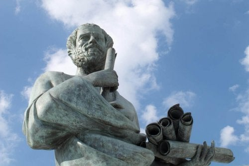 Filosofia ja psykologia: filosofin patsas