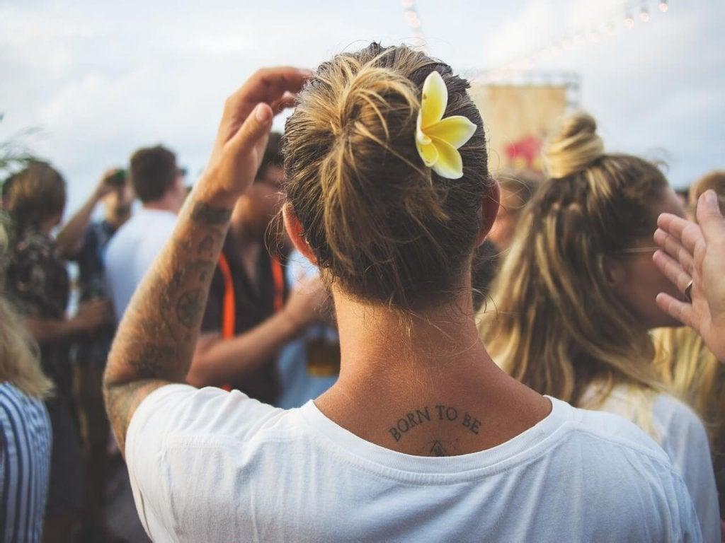 kukka päässä