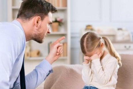 Paradoksaalinen kommunikointi: isä ja tytär