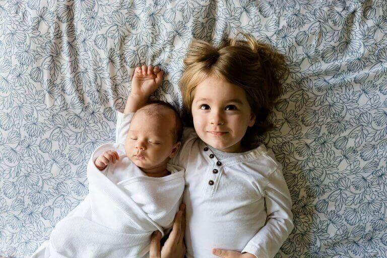 isosisko ja vauva