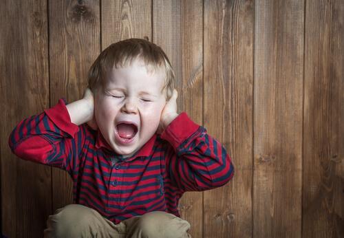 Epäjärjestynyt kiintymyssuhde: lapsi huutaa