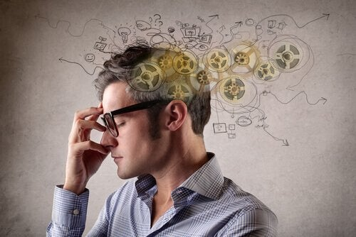 Polarisoitunut ajattelu: mies ajattelee
